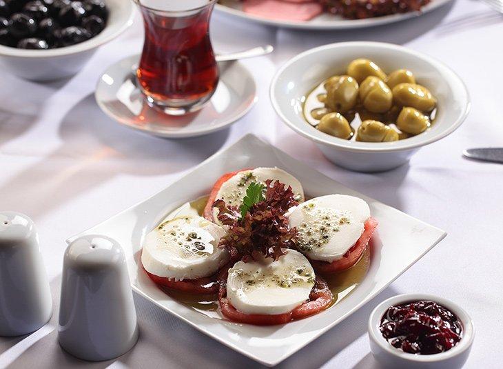 Mozzarella & Tomatoes
